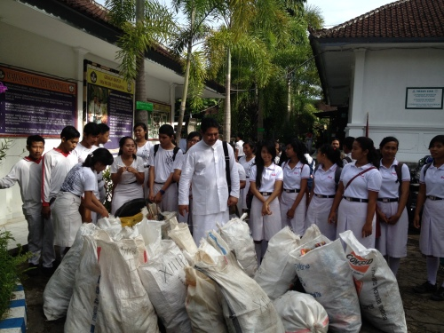 Clean-Up with our Partners at SMA2 High School