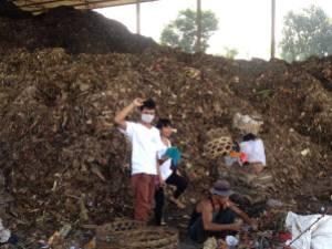 Sorting the garbage at Temesi