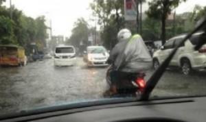 bersepeda-motor-saat-hujan-ilustrasi-_131023184456-256