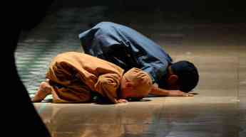 pray-ramadan-children_wide-10cede1b71d9be43d5cdbe43c4d91fc5560912bd-s6-c30